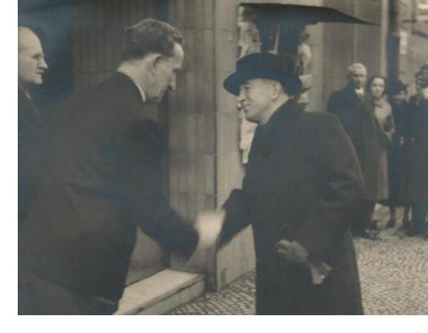 Jaro Procházka vítá na své výstavě prezidenta Edvarda Beneše